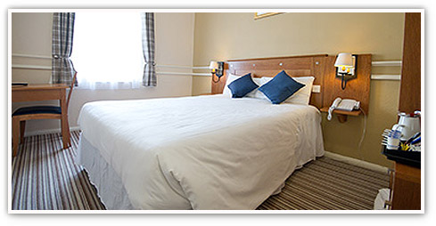 Innkeeper's Lodge double room with window, desk and tea and coffee-making facilities in view